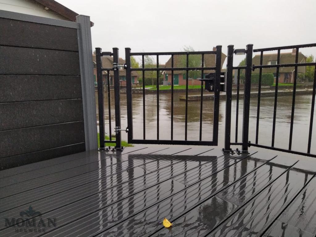 balustrades terras aan water