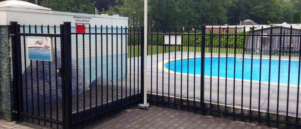 Omheining zwembad laten plaatsen